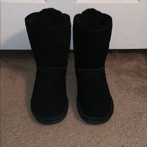 Bearpaw black lace up winter boots.